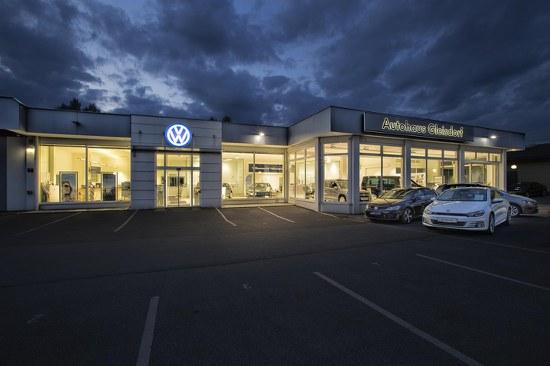 AHG VW Schauraum bei Nacht